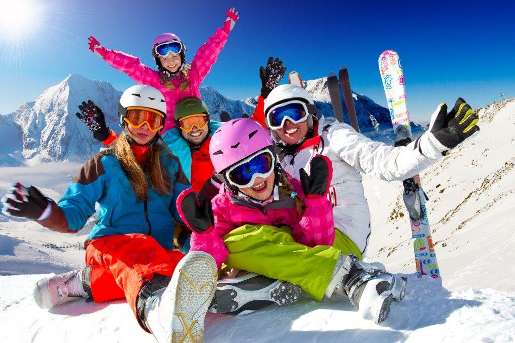 Family in a ski trip